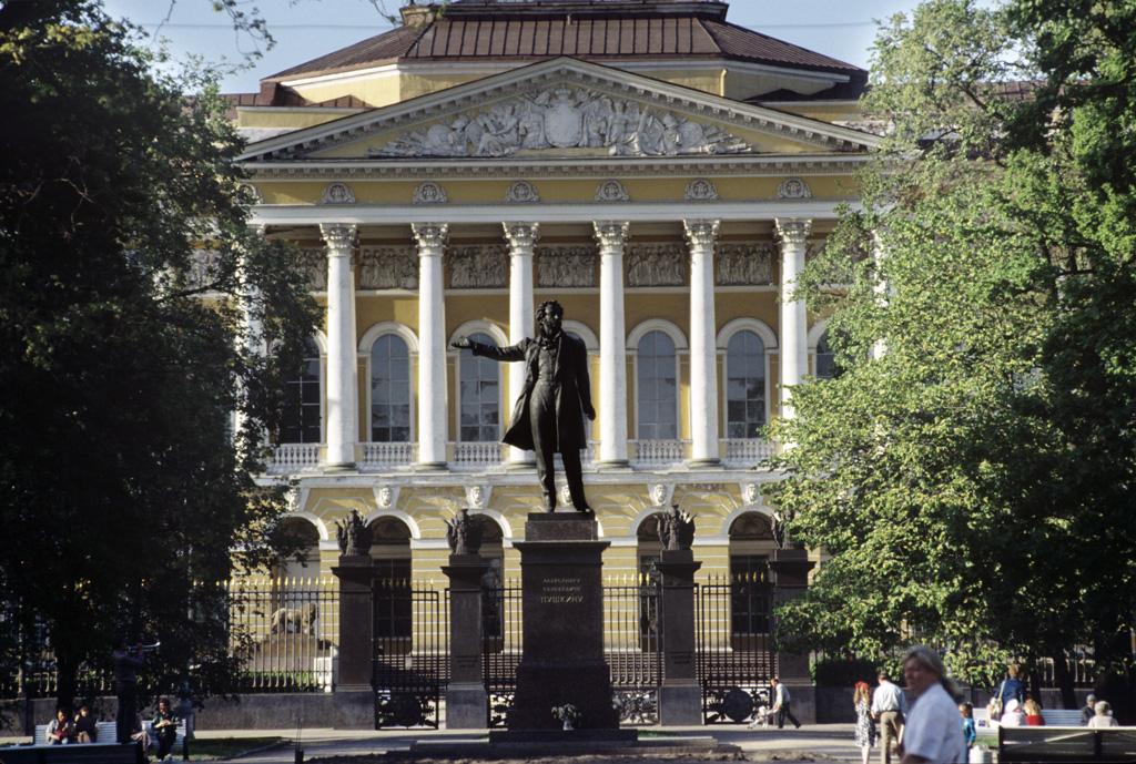 Palais Mikhailovsky, lieu du musée d'art russe de Saint Petersbourg. Photo de Vladimir Vyatkin / Владимир Вяткин