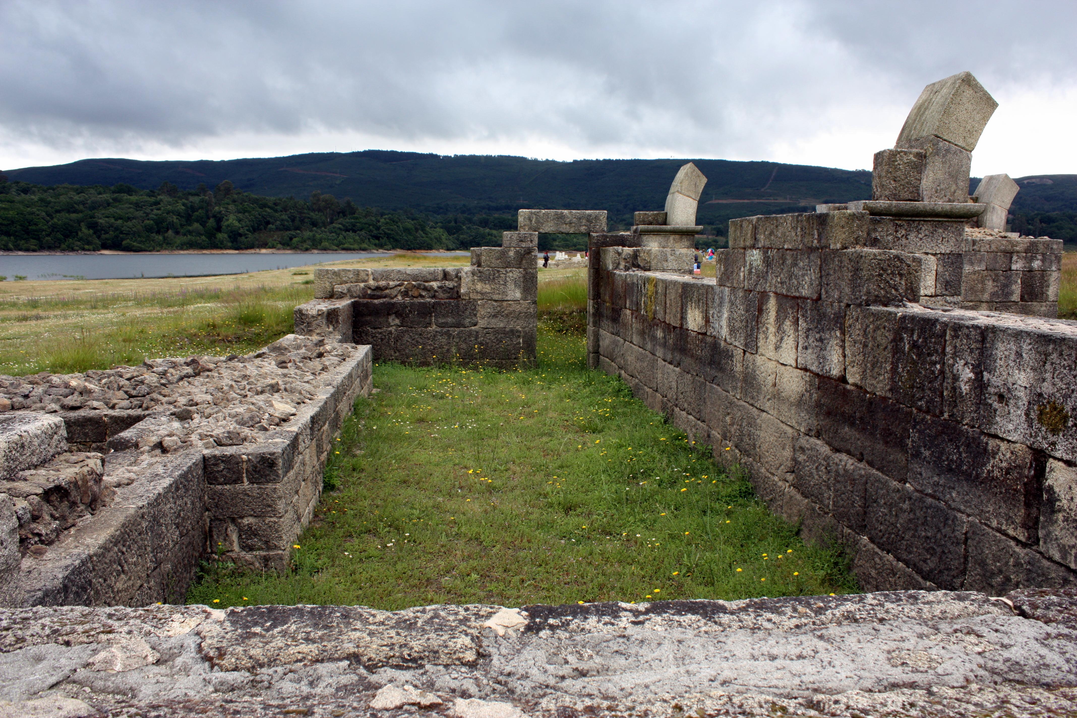 File:Roman Camp Aquis Querquennis, Baños De Bande, Ourense, Galicia 10