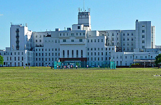 How to get to St. Helier Hospital with public transport- About the place