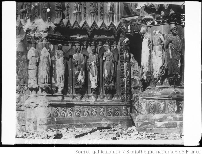 File:Statues de la cathédrale de Reims après le bombardement.jpeg