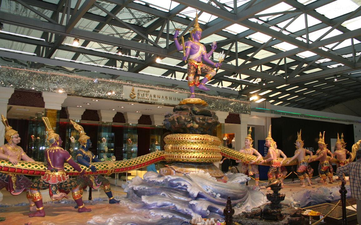 File Suvarnabhumi Airport Bangkok Jpg Wikimedia Commons