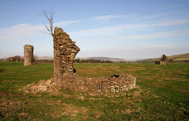 File:The remains of Boghall Castle at Biggar - geograph.org.uk - 1805032.jpg