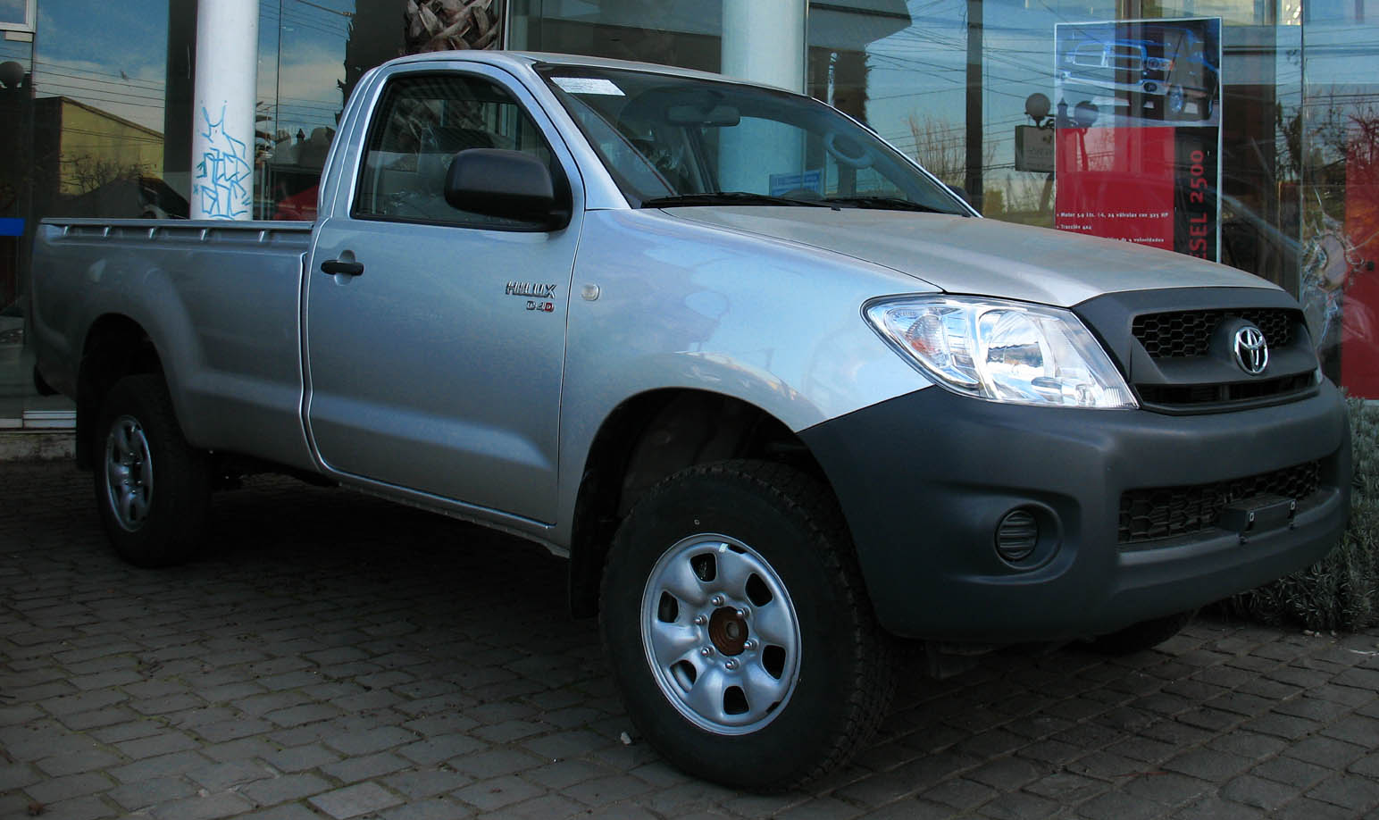 File:Toyota Hilux 2009 2 5 D-4D jpg - Wikimedia Commons