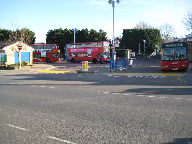 File:Trio of FirstGroup, Stagecoach route 97 and Arriva route 313 buses in Chingford station, Greater London 1 February 2008.jpg