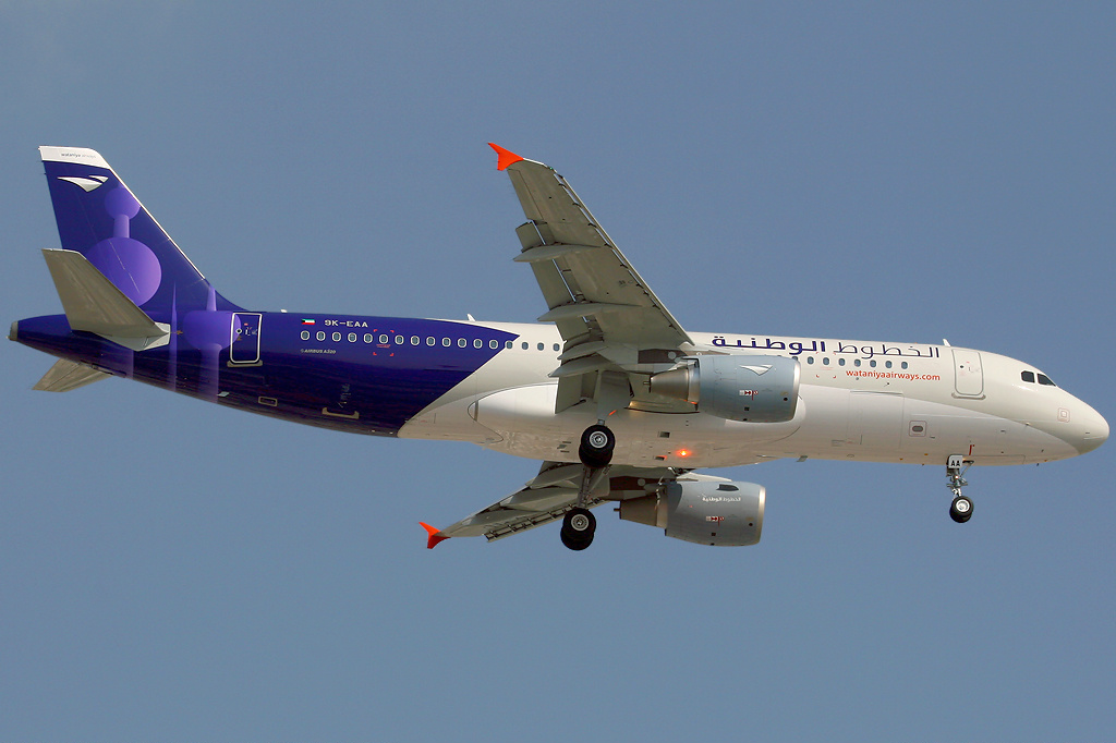 File:Wataniya Airways A320-200 9K-EAA DXB 2009-1-23