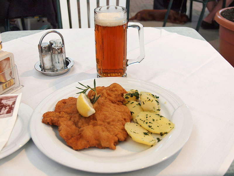 schnitzel, image By http://en.wikipedia.org/wiki/User:JIP - http://en.wikipedia.org/wiki/File:Wiener_Schnitzel_at_Gasthaus_Joainig.jpg, CC BY-SA 3.0, https://commons.wikimedia.org/w/index.php?curid=27419722