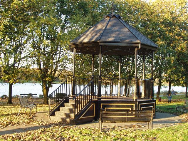 Yeadon Tarn bandstand - geograph.org.uk - 381969