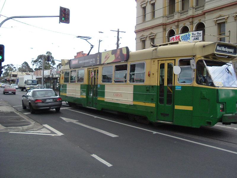 Z3_class_%28255%29_tram_in_Met_livery,_o