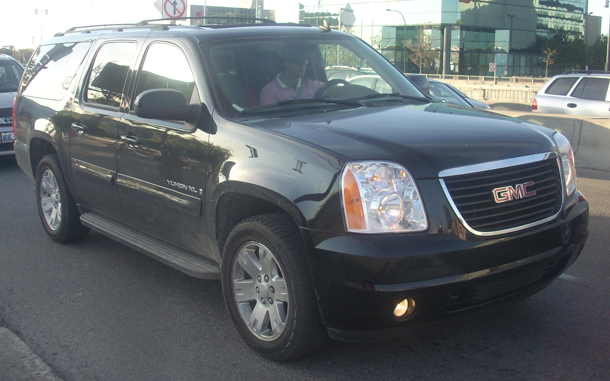 File:'07-'10 GMC Yukon XL SLT.jpg - Wikimedia Commons