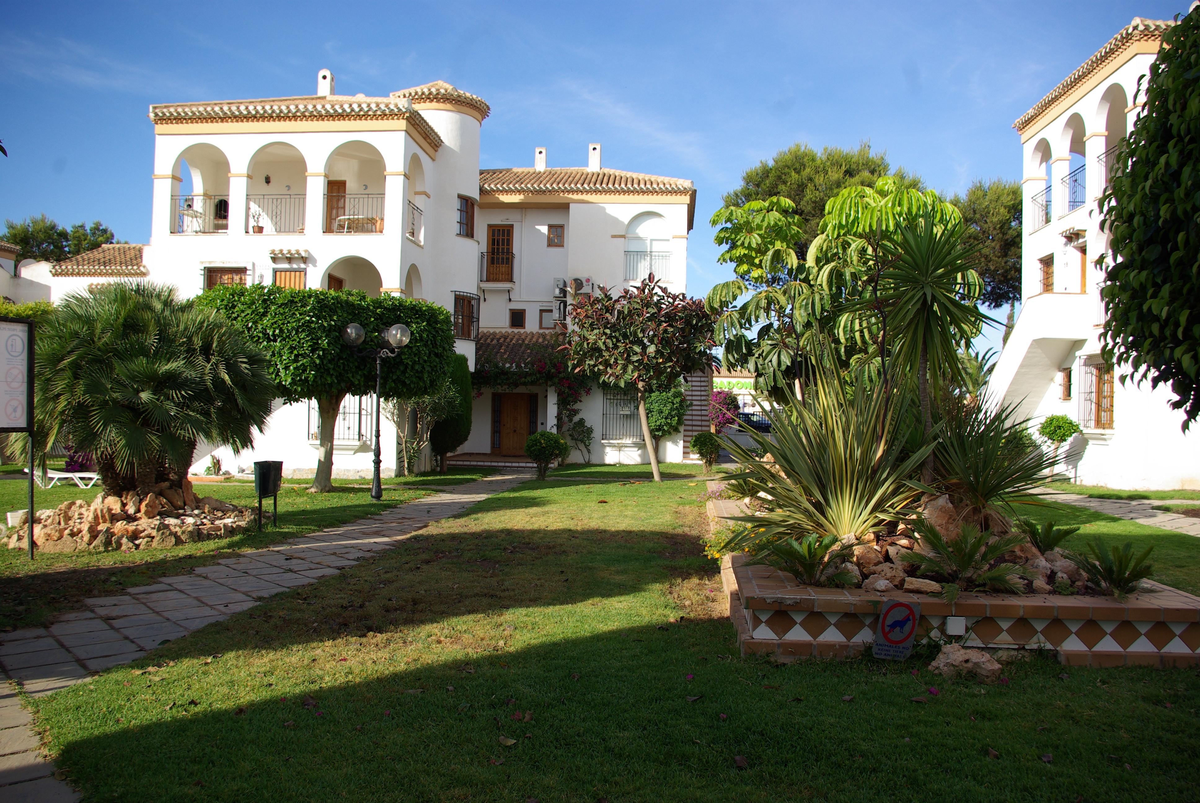File s d orihuela costa urb jardines de la hacienda for Jardines la hacienda