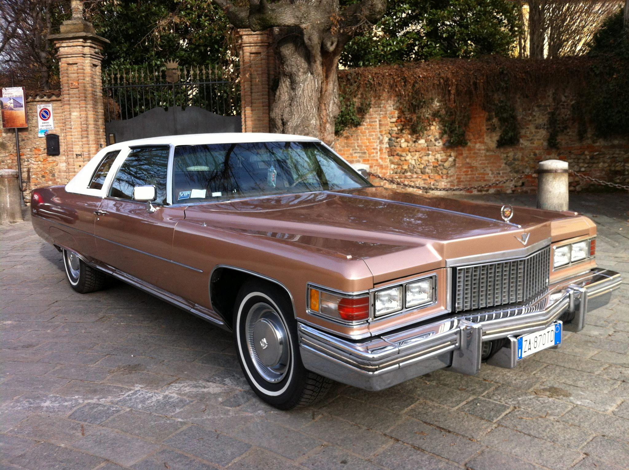 File:1975 Cadillac Coupe Deville fvr.jpg - Wikimedia Commons
