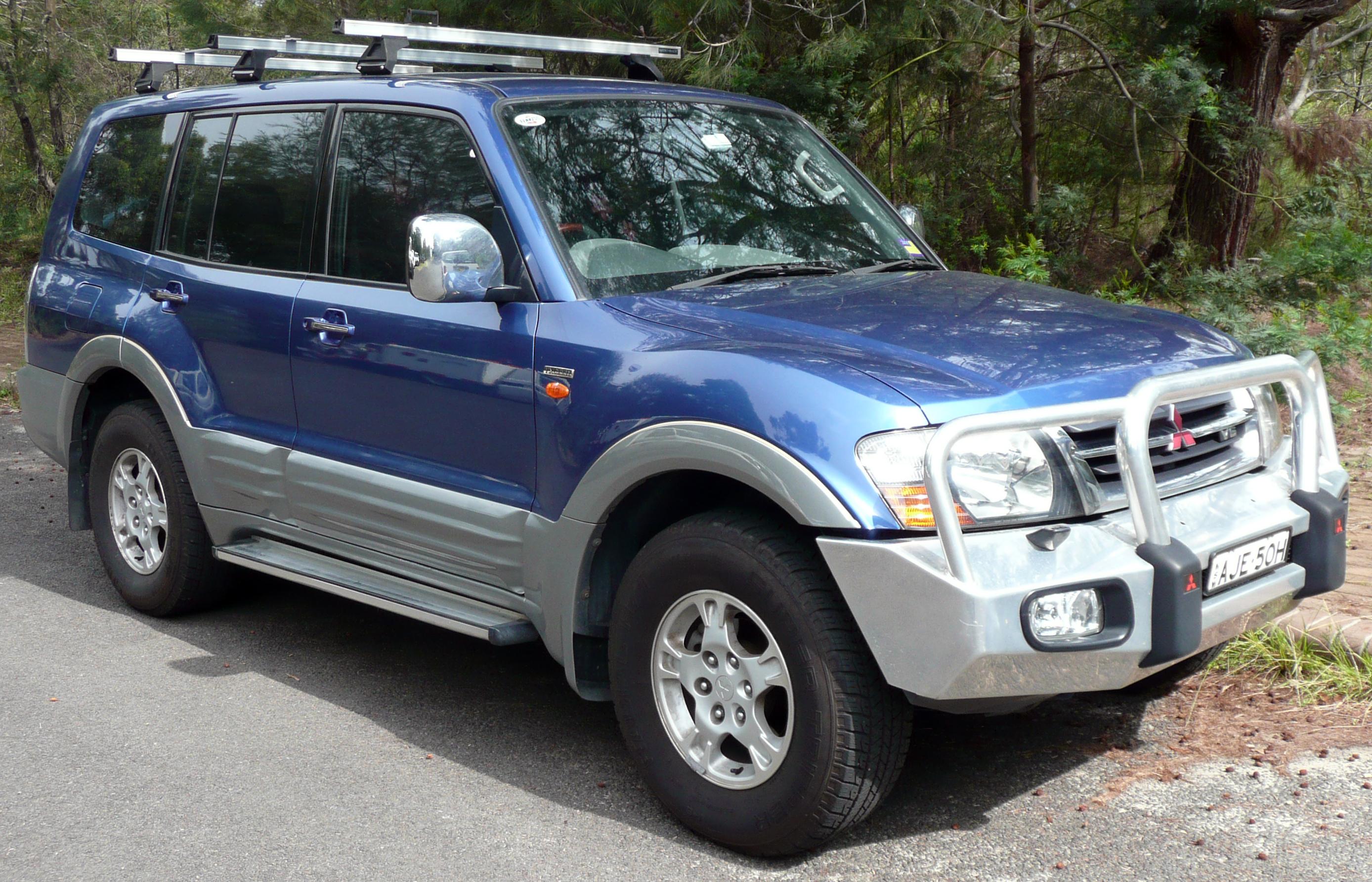 File:2000-2002 Mitsubishi Pajero (NM) Exceed wagon 01.jpg