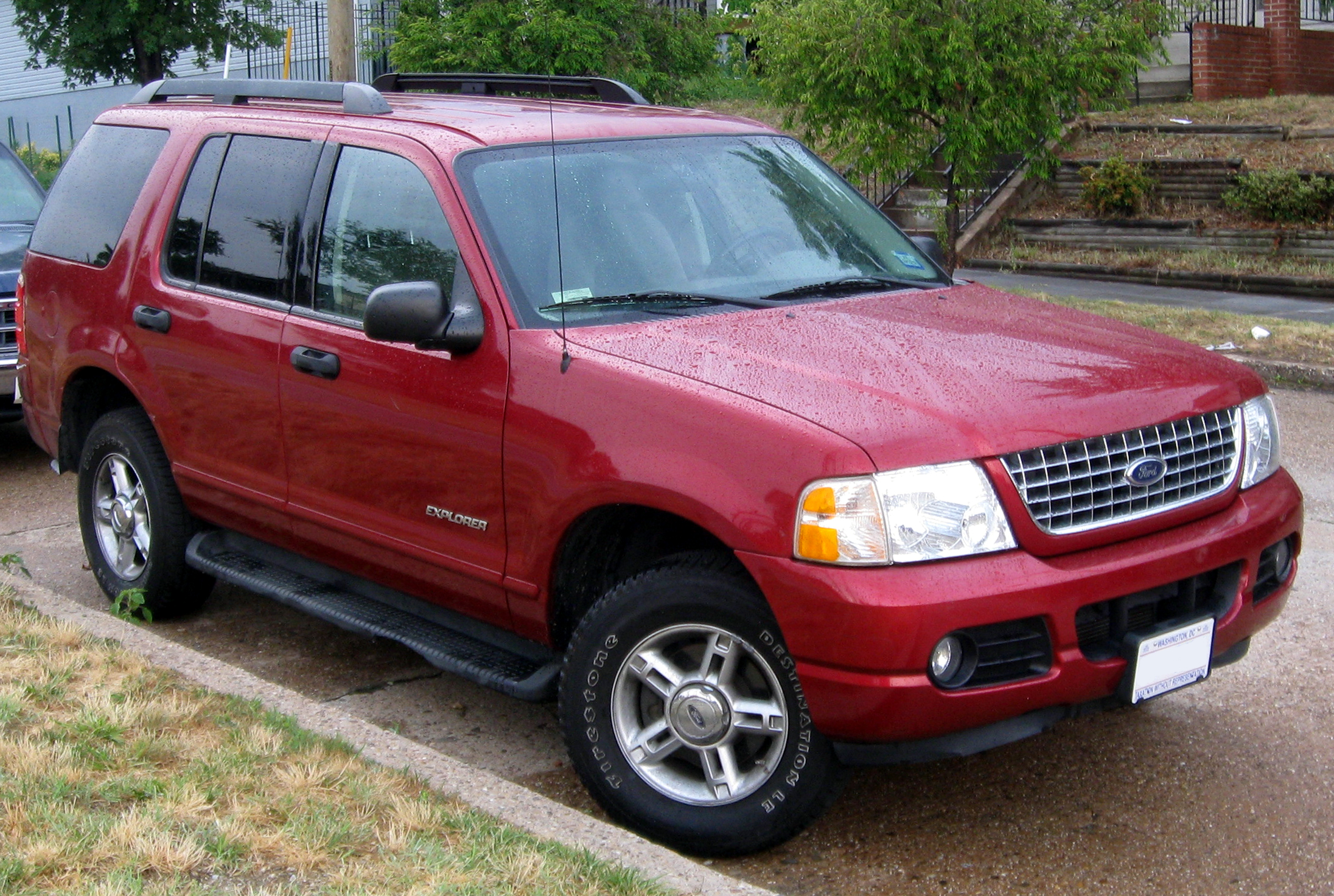 File 2002 2005 Ford Explorer 06 16 2011 Jpg Wikimedia
