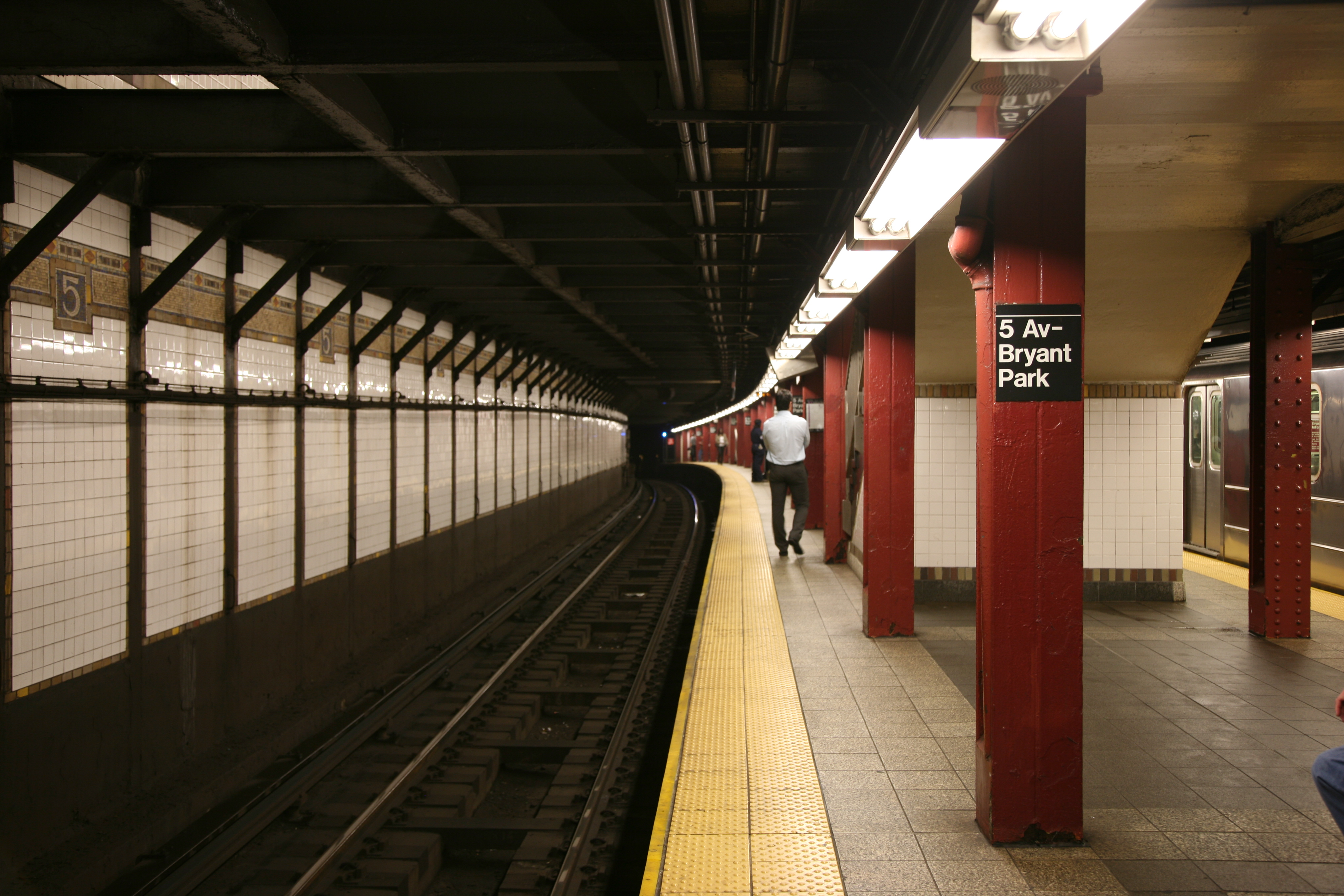 File 5th Avenue And Bryant Park Station
