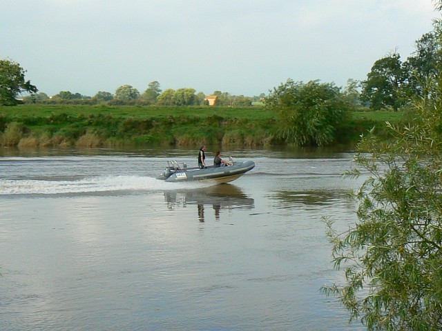 A boat and the River Severn, near Hempsted, Gloucestershire - geograph.org.uk - 942662