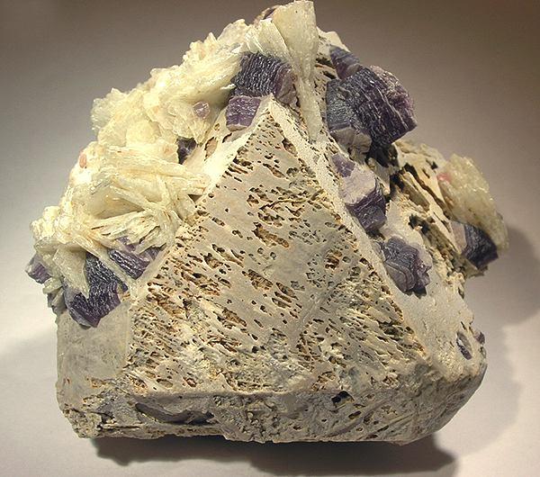 File:Albite-Lepidolite-Microcline-ck68a.jpg