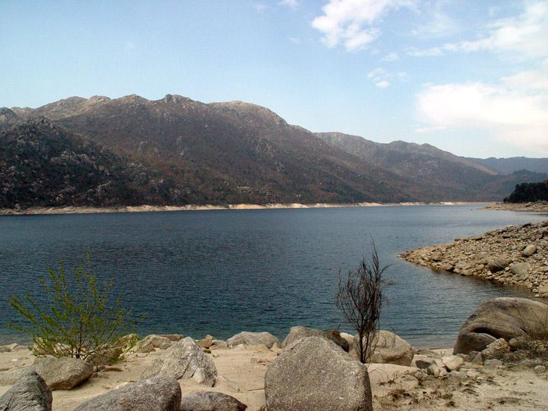 Image:Albufeira da Barragem de Vilarinho das Furnas.jpg