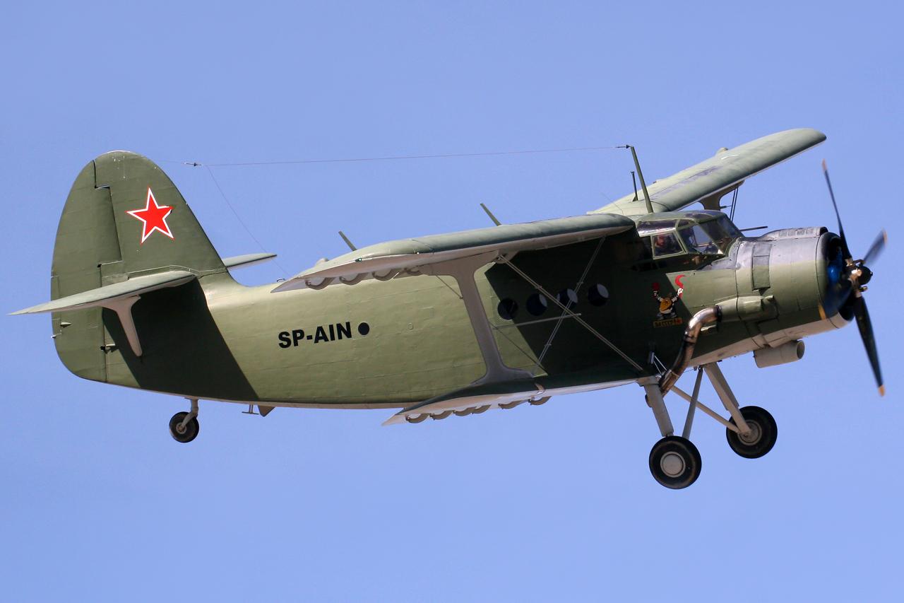Antonov_An-2_SP-AIN_(8440879513).jpg