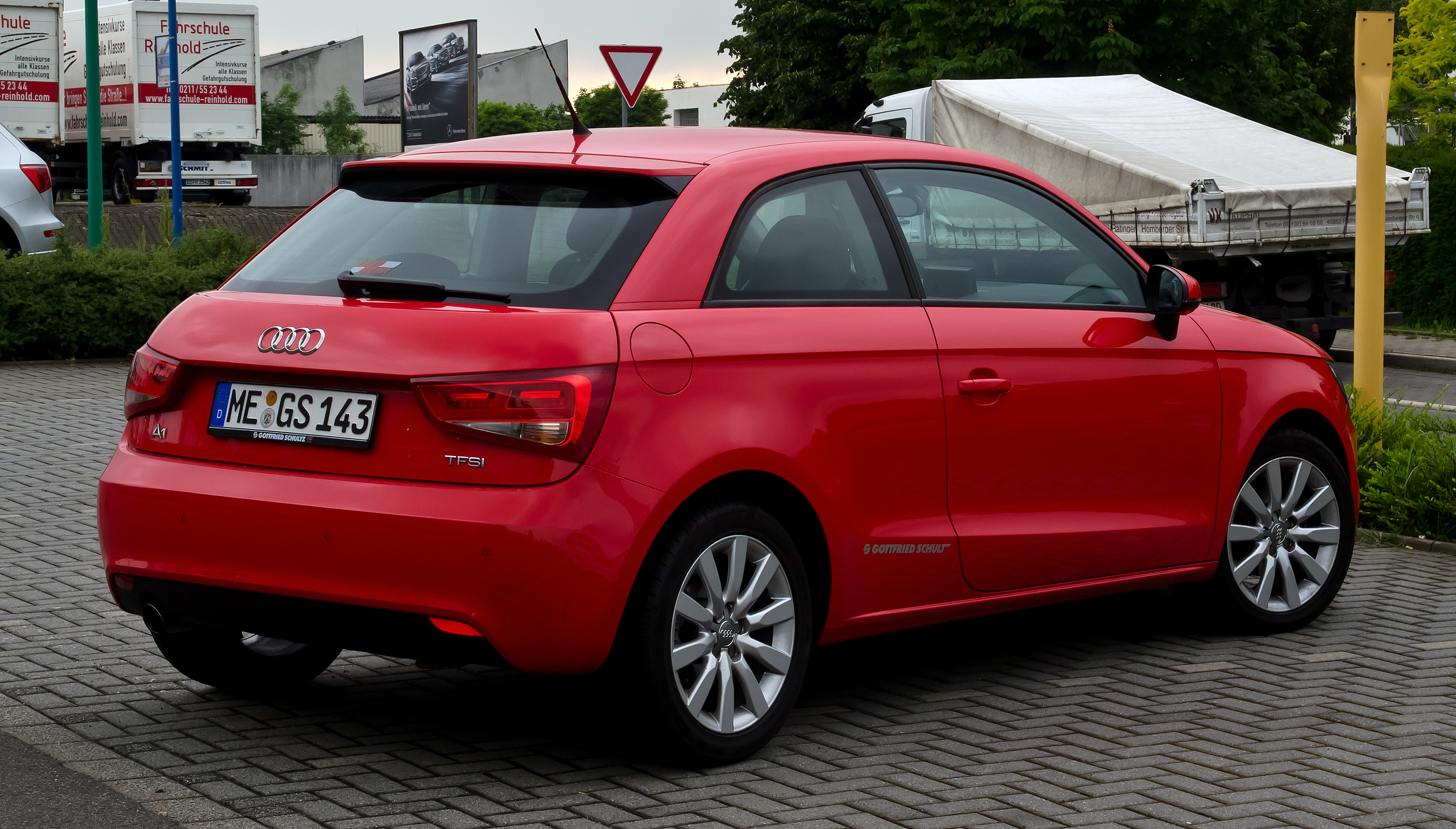file audi a1 1 2 tfsi ambition heckansicht 1 juni 2012 wikimedia commons. Black Bedroom Furniture Sets. Home Design Ideas