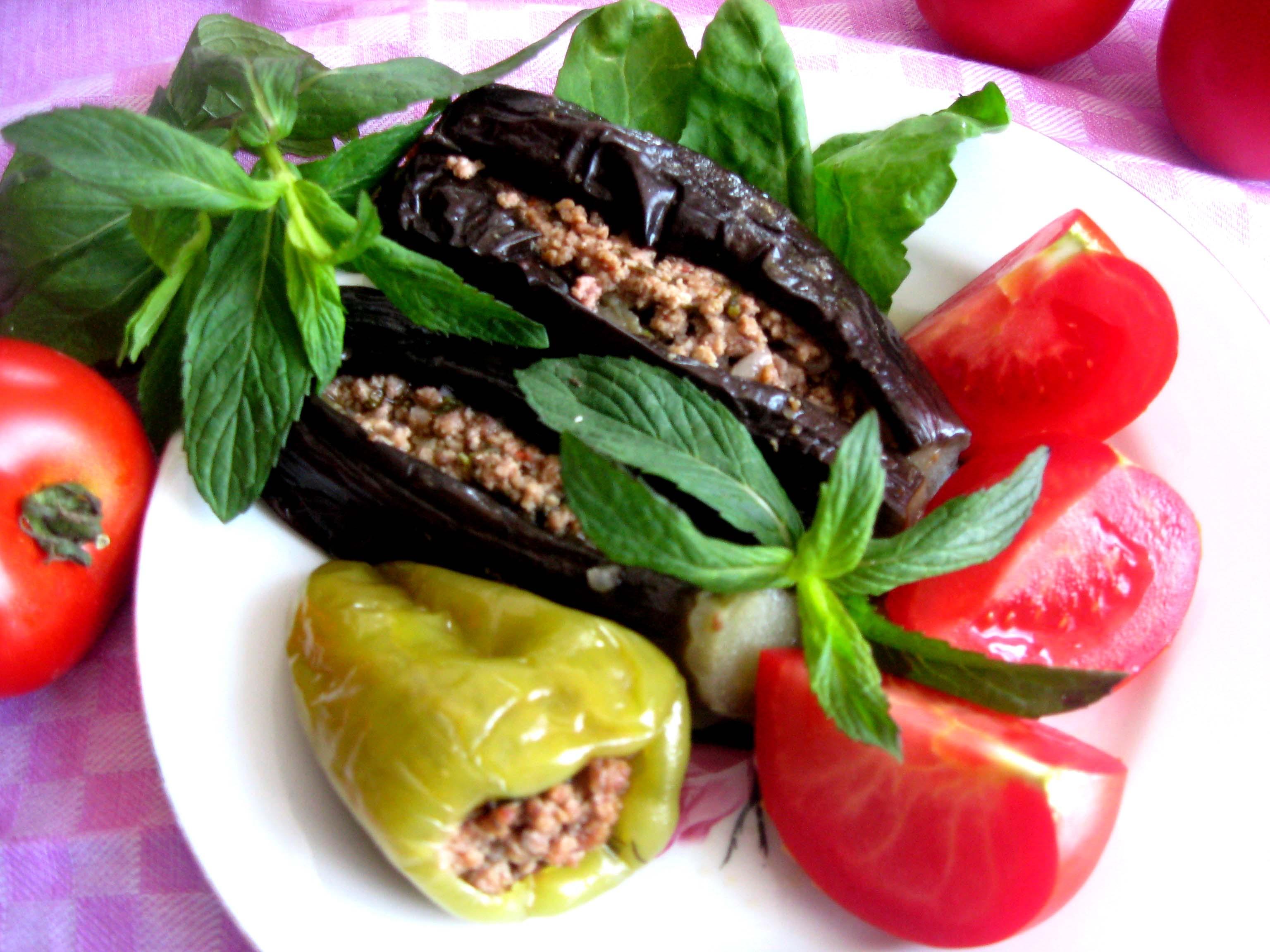 File azerbaijan dolma ubergine wikimedia commons for Azerbaijan cuisine