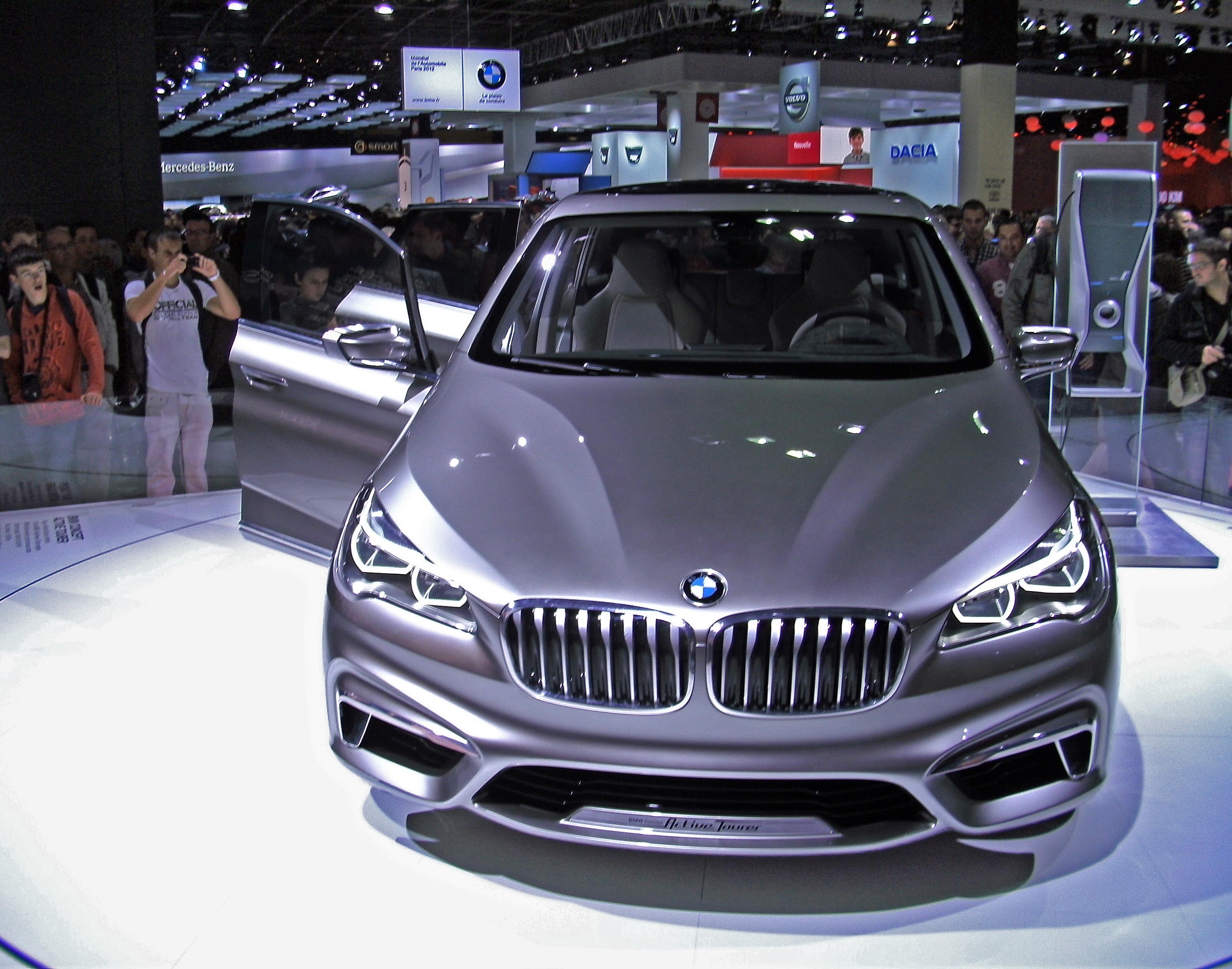 File:BMW Concept Active Tourer Paris Motor Show 2012.JPG - Wikimedia ...