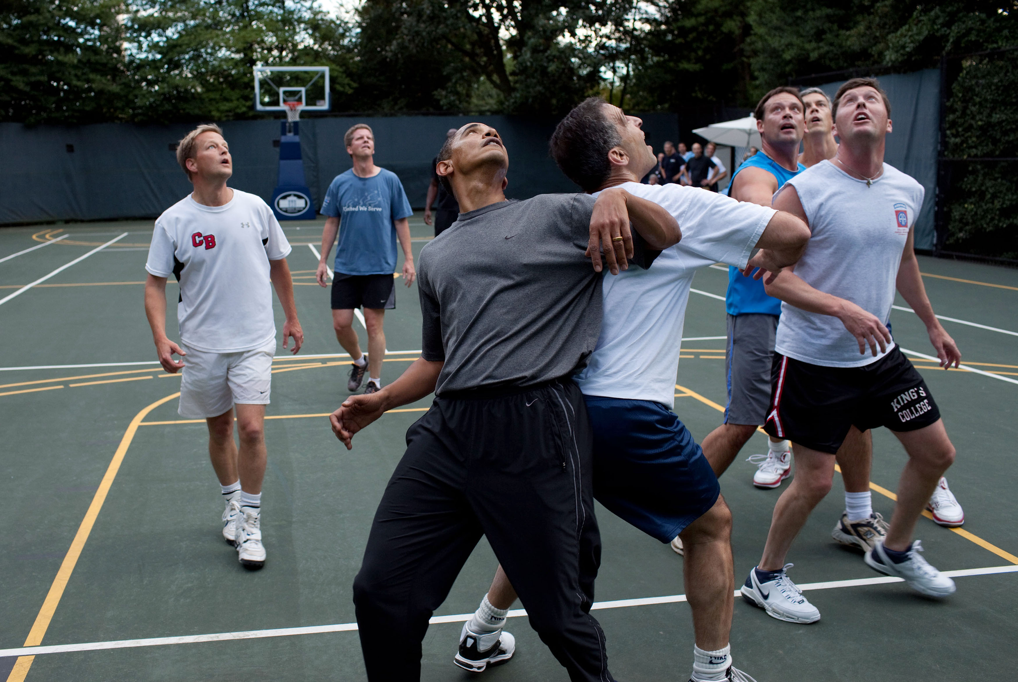 file barack obama playing basketball with members of. Black Bedroom Furniture Sets. Home Design Ideas