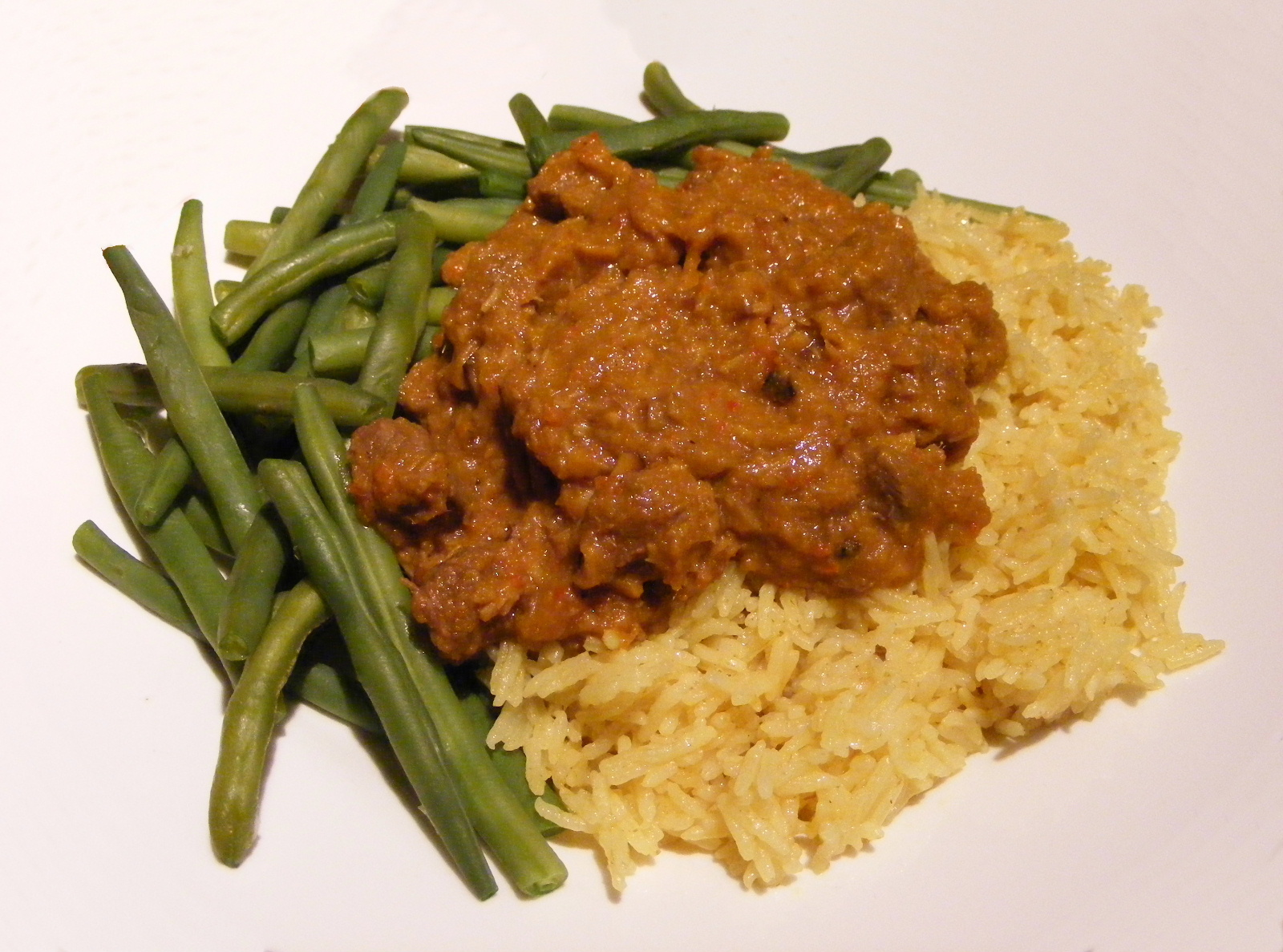 Description Beef Rendang with Nasi Kuning and Green Beans.jpg