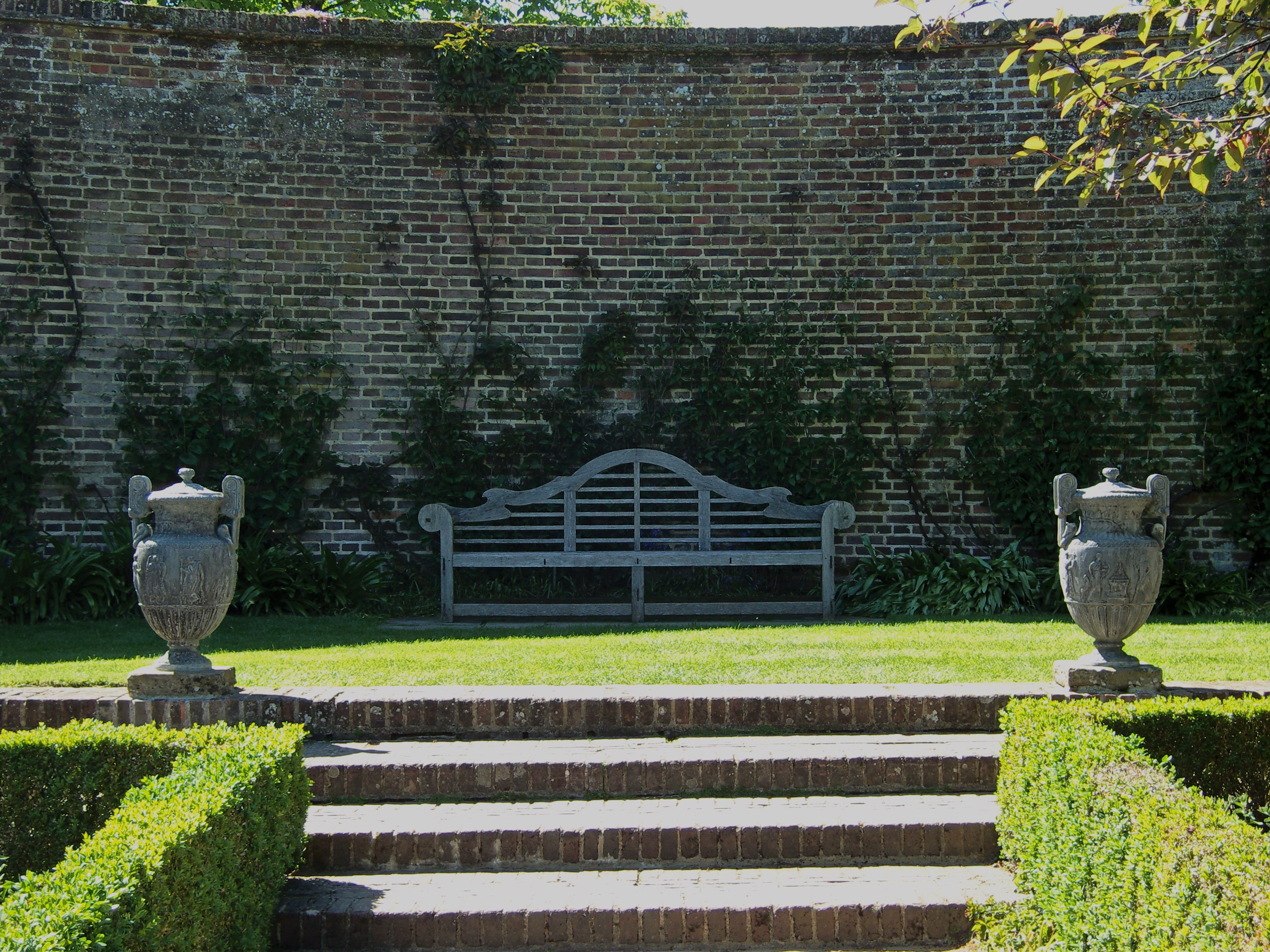 Fair hero in praise of the classics the lutyens bench Lutyens bench
