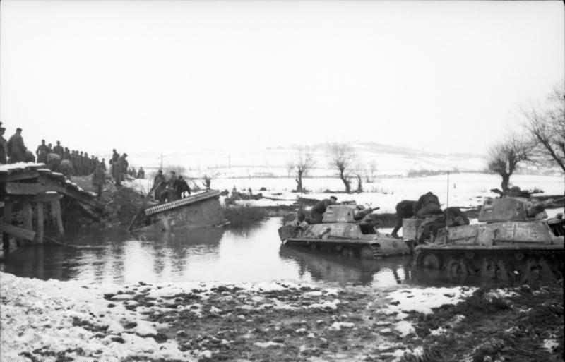Guérilla et contre-guérilla dans les Balkans [Dossier photo] Bundesarchiv_Bild_101I-173-1103-25,_Balkan,_Beutepanzer_H39