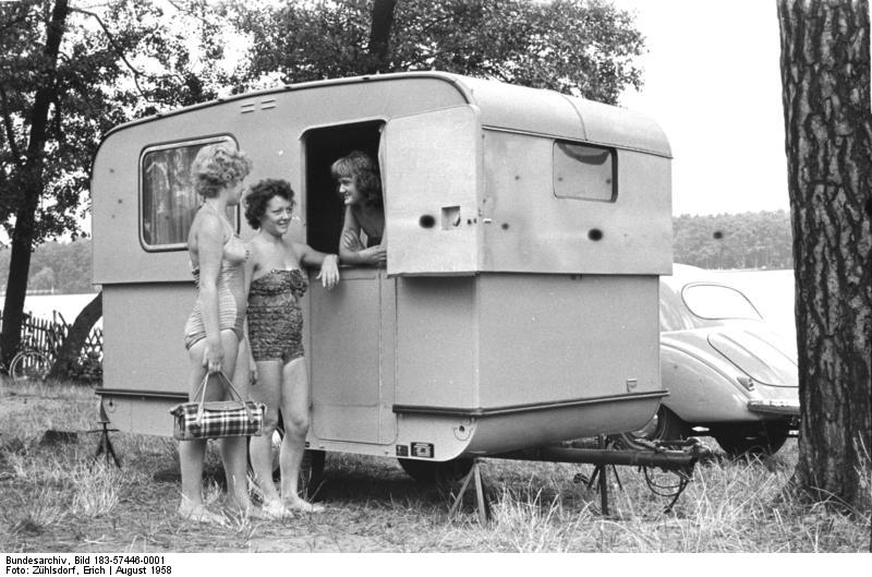 file bundesarchiv bild 183 57446 0001 camping anh nger vom spezialfahrzeugwerk. Black Bedroom Furniture Sets. Home Design Ideas