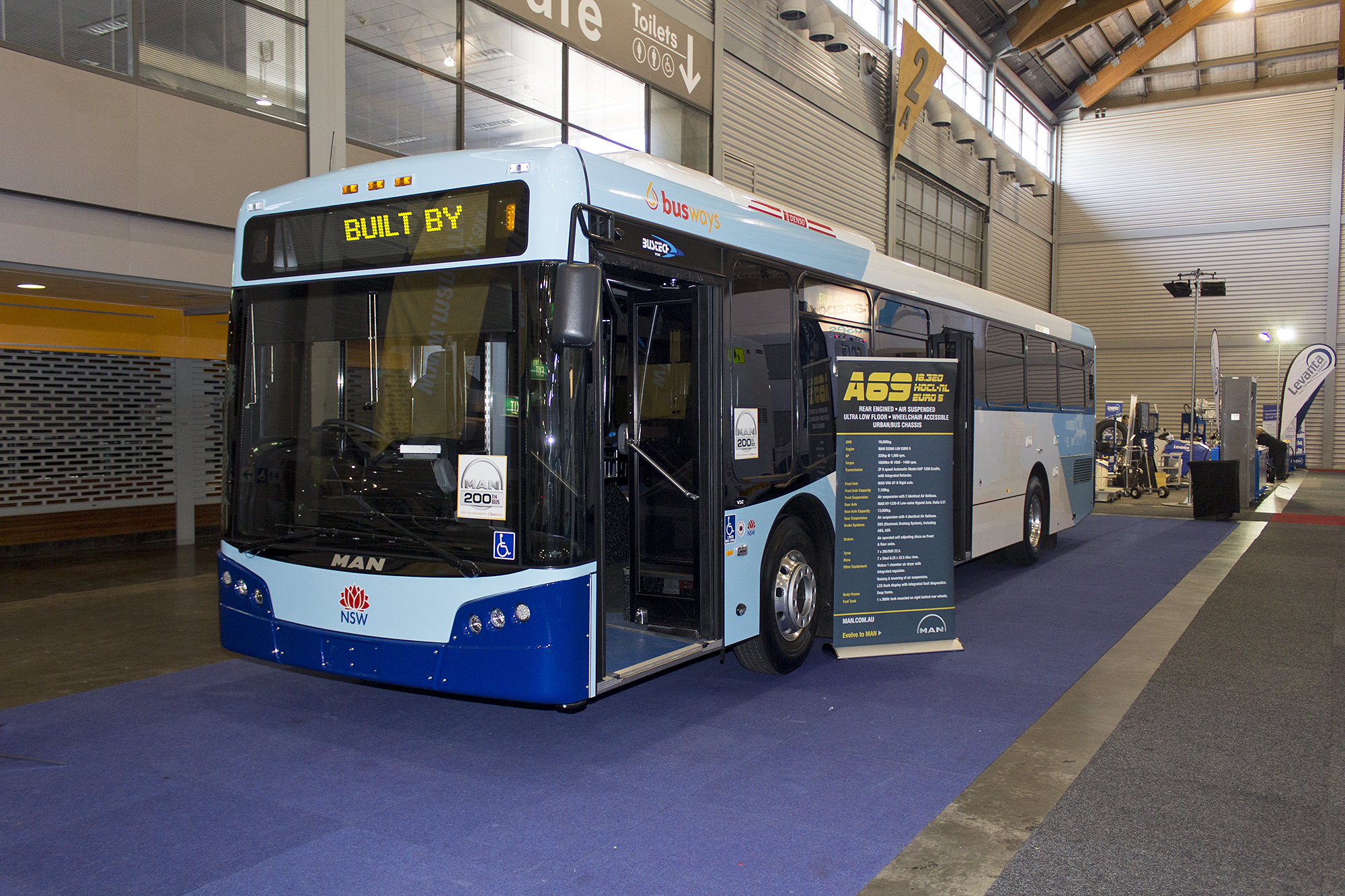 File:Busways (7433 MO) Bustech VST bodied MAN 18-320 HOCL-R