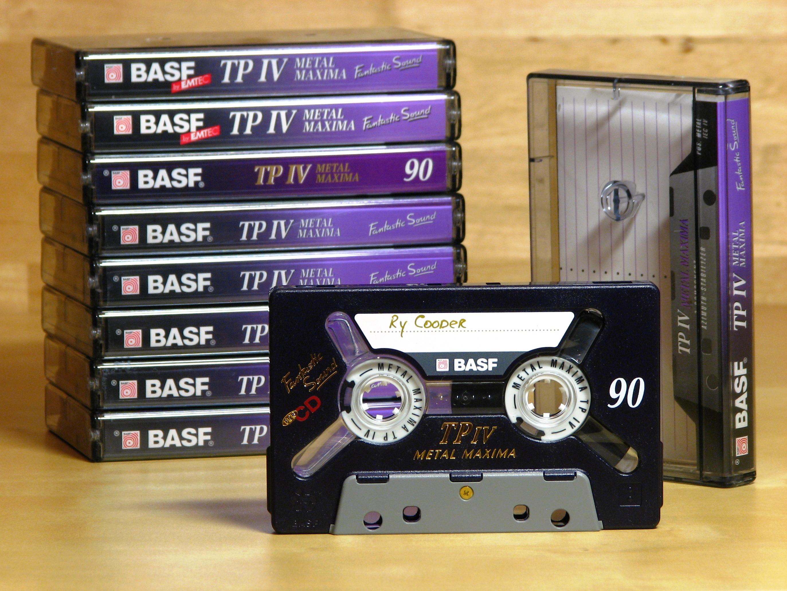 Compact_Cassette_-_BASF_TP_IV_Metal_Maxima_90_%28slim%29.JPG