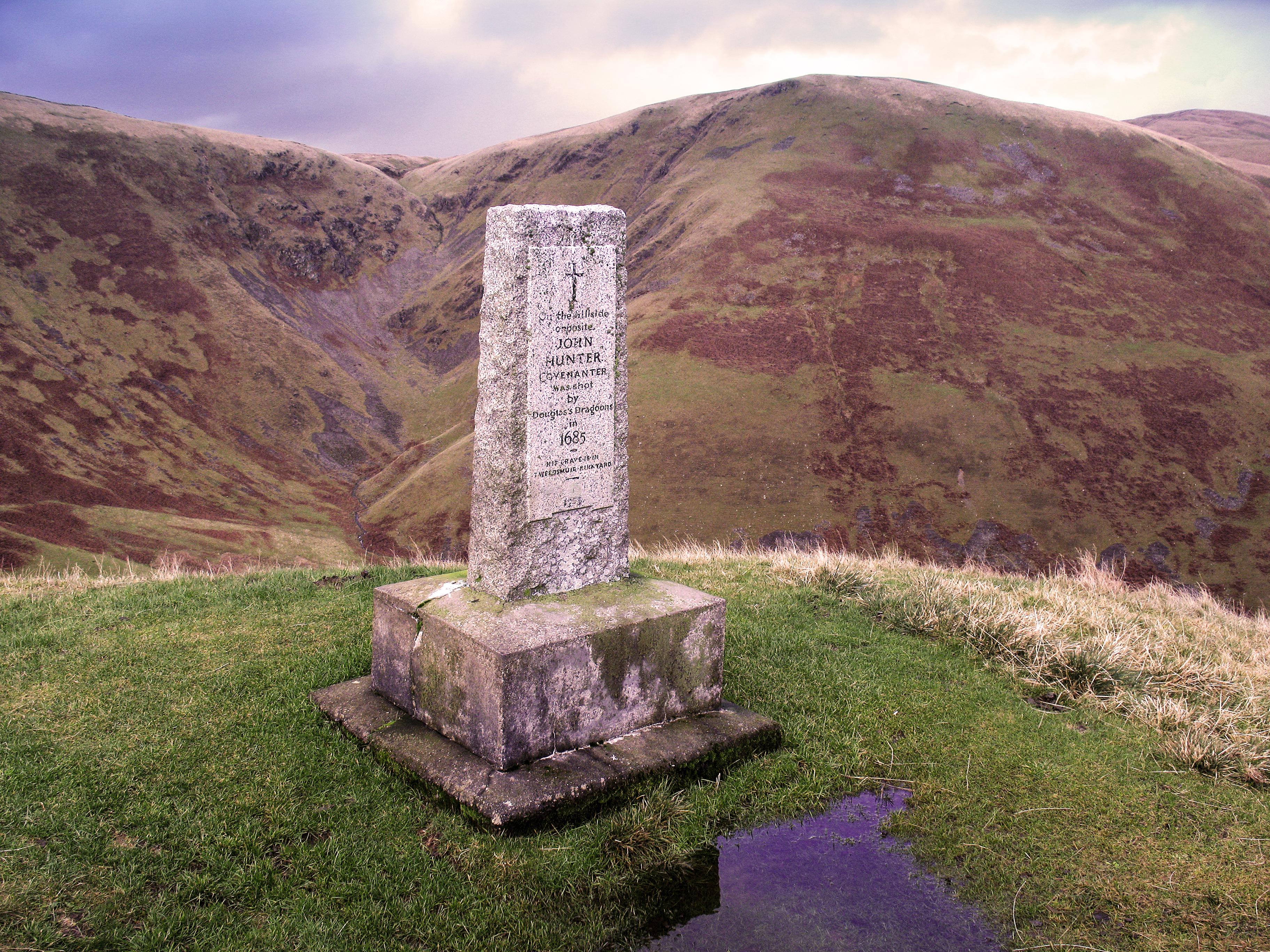 Monument to john hunter devil s beef tub jpg wikimedia commons