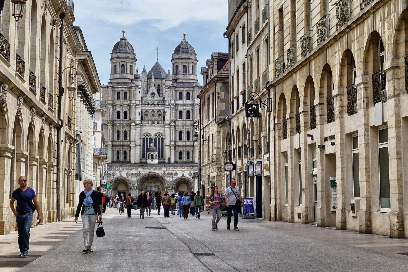 File dijon france 26304675813 jpg wikimedia commons for Domon france