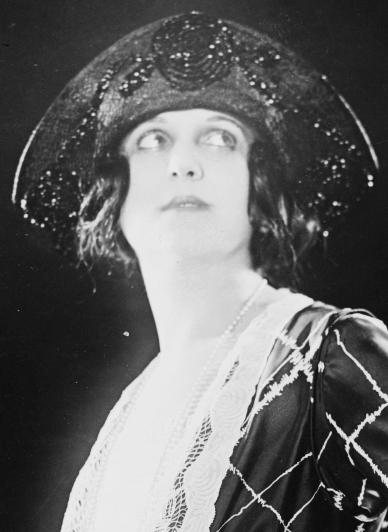 Dolores Cassinelli Net Worth
