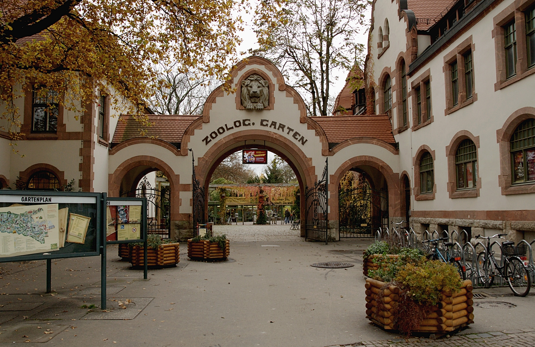 File:Eingang Zoo Leipzig.jpg - Wikimedia Commons