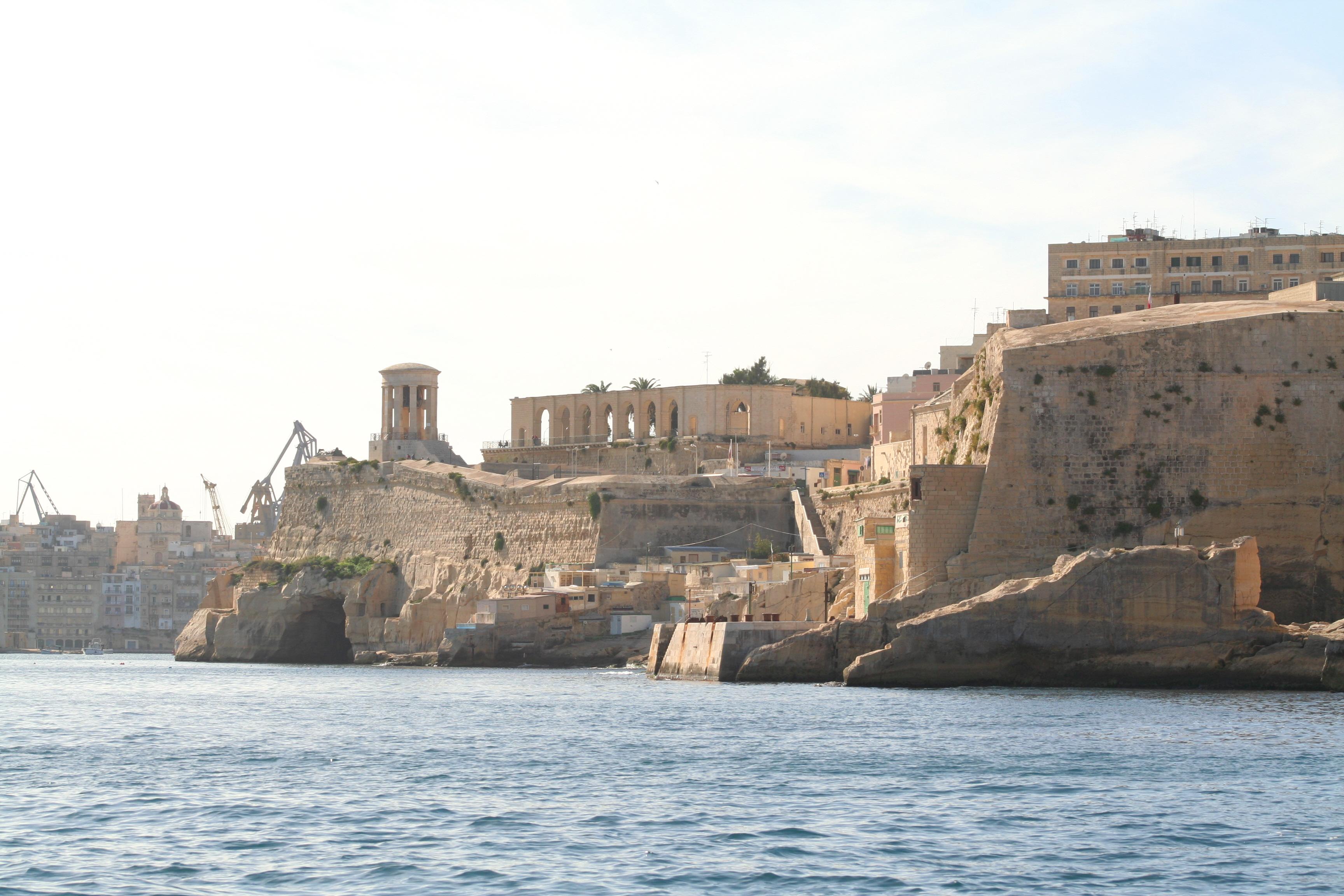 File:Entering the Grand Harbour; Valletta, Malta.jpg ...