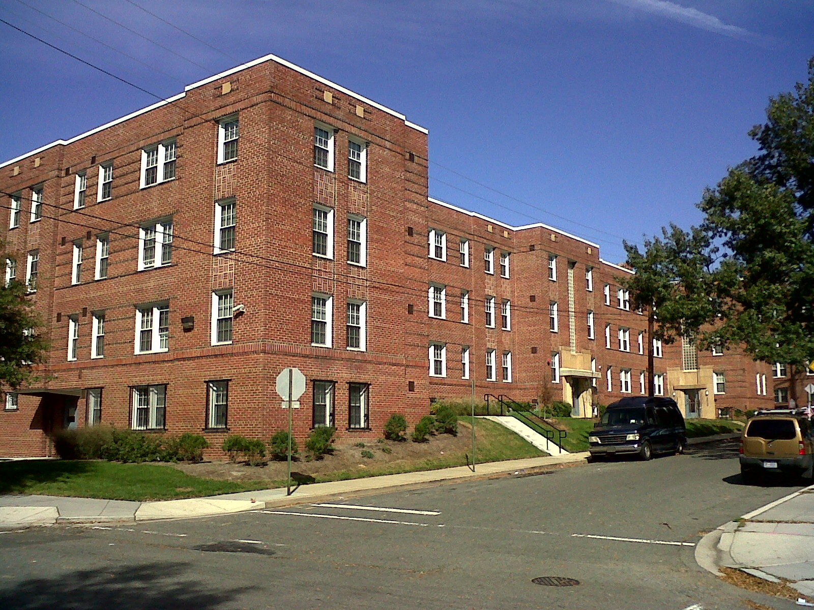 File:Fort View Apartments DC