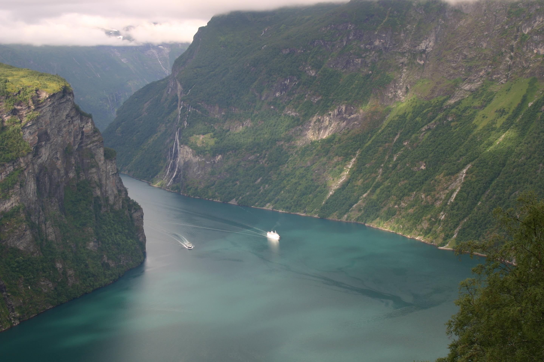 Geirangerfjord boats.jpg
