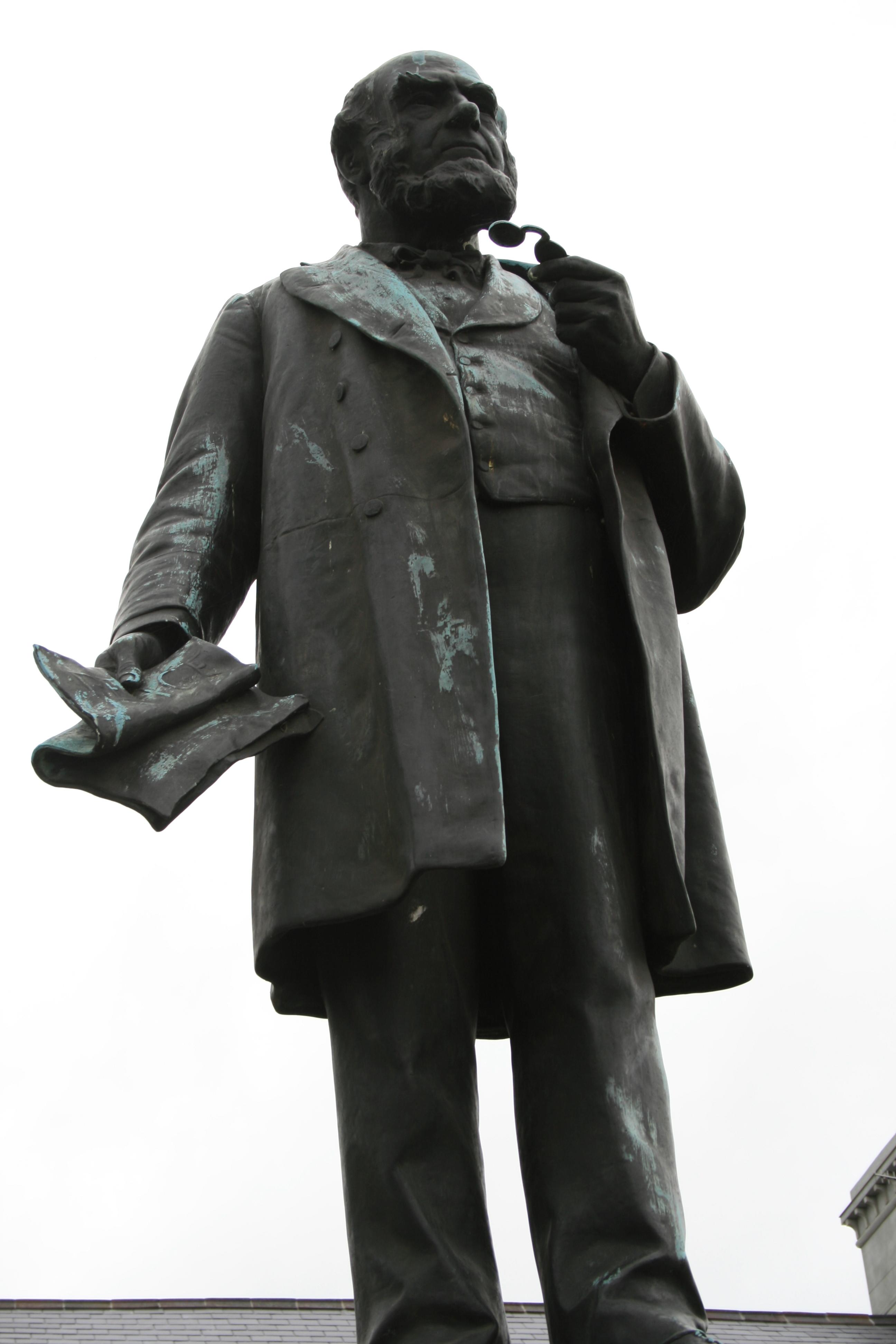 Henry Richard monument