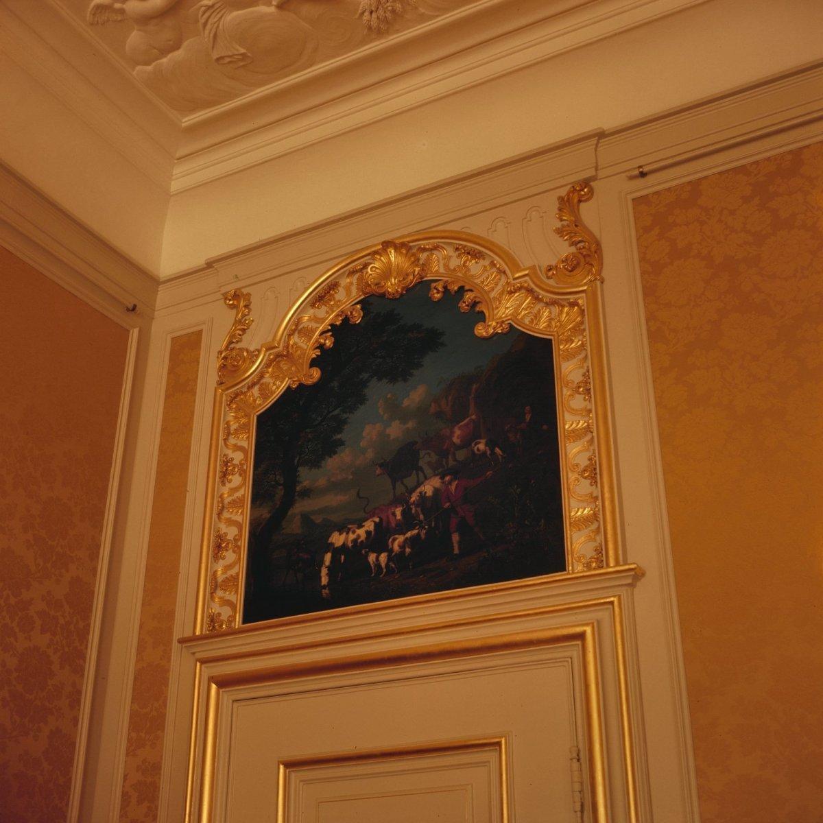Description Interieur, woonkamer op de eerste verdieping, schilderwerk ...