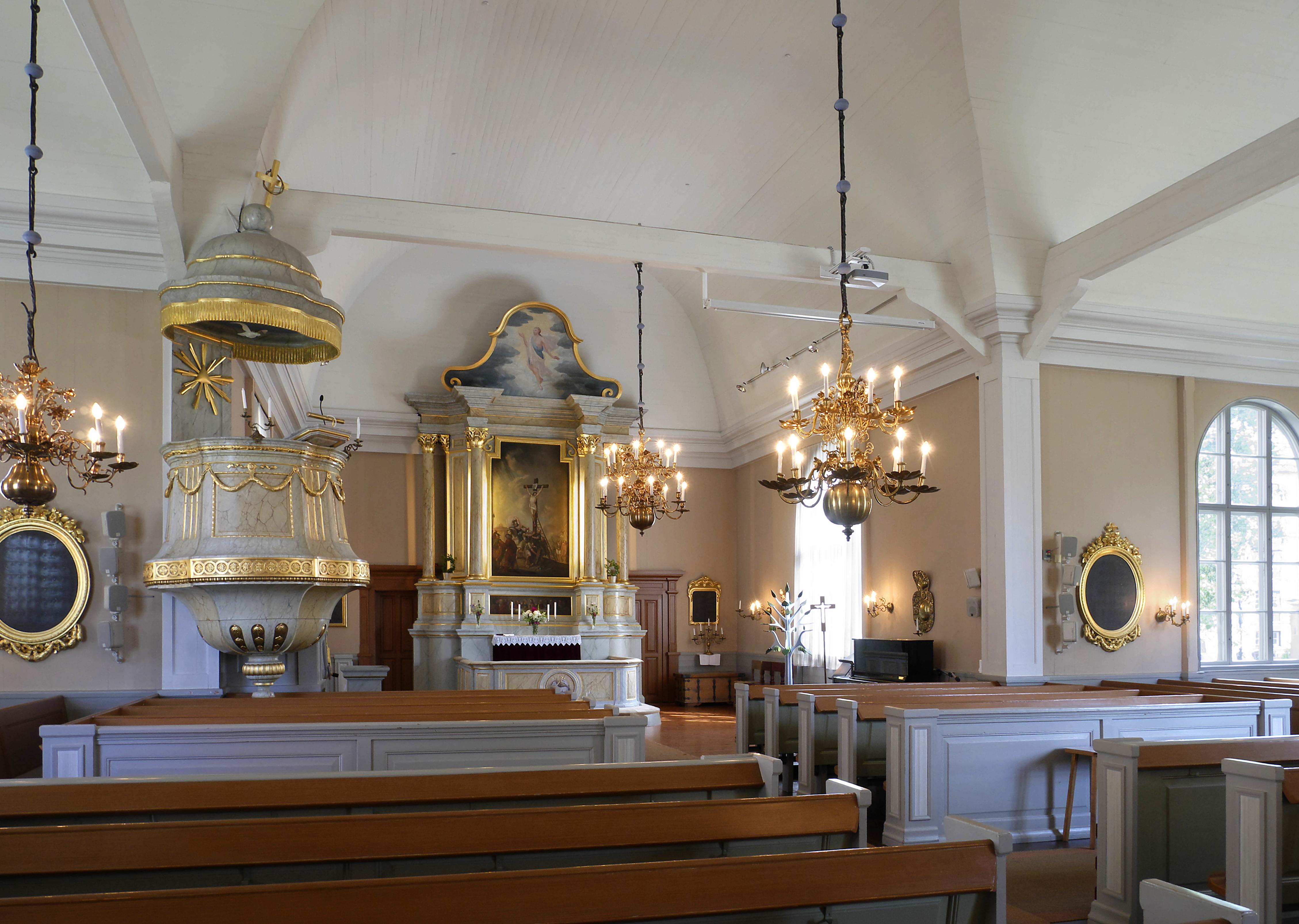 Interior of Jakobstad Church 2018.jpg