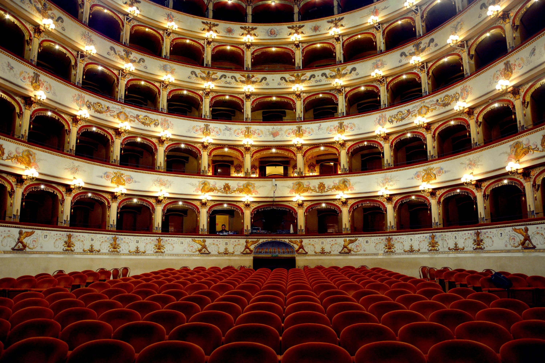 File:Interno del Teatro Comunale di Ferrara.jpg - Wikipedia