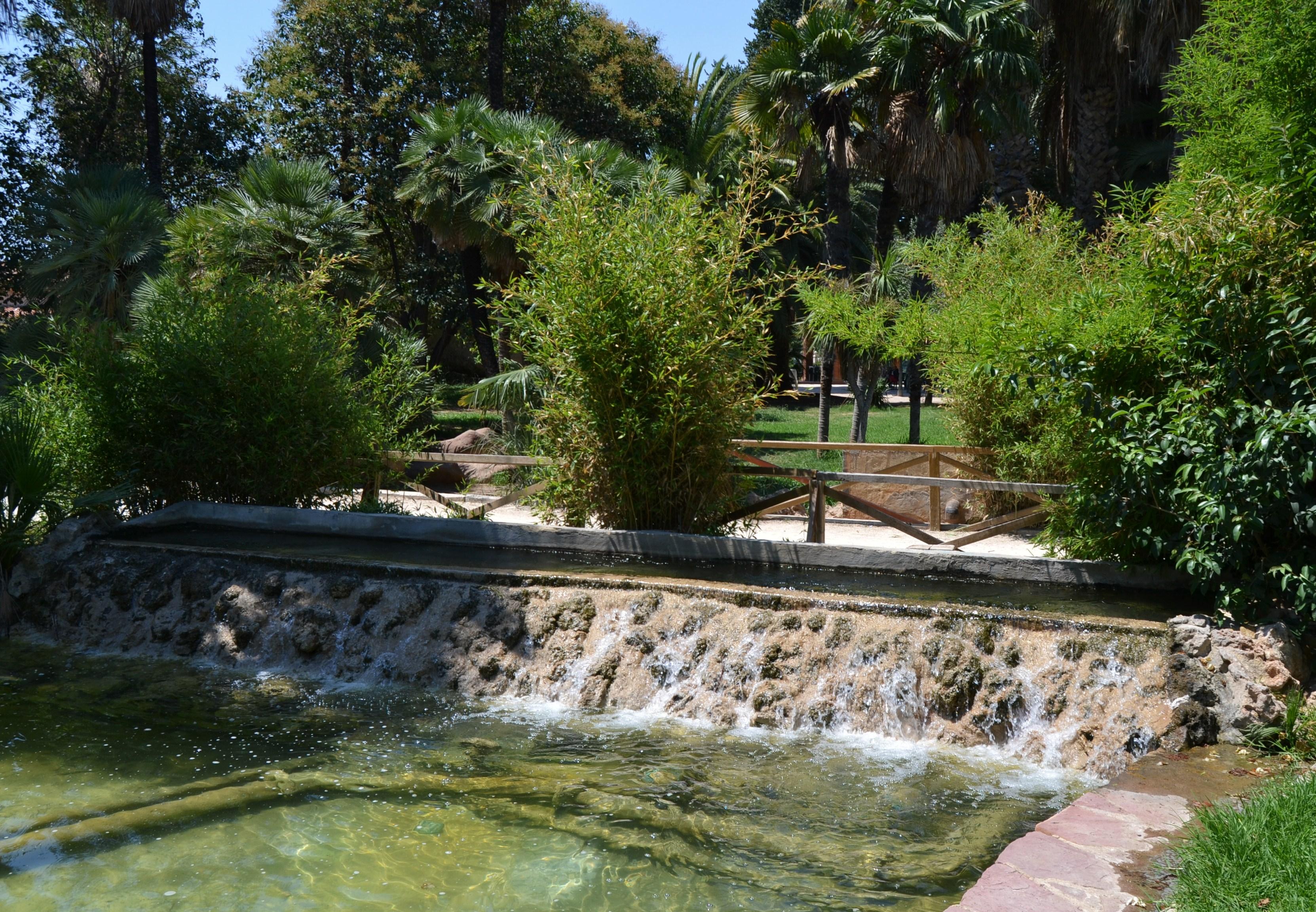 File jardins del real de val ncia cascada jpg wikimedia for Jardines del real valencia