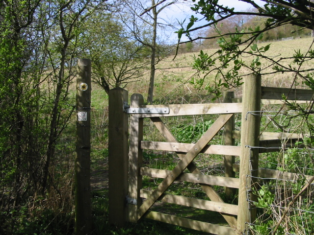 Kissing gate on the Stour Valley Walk - geograph.org.uk - 785972