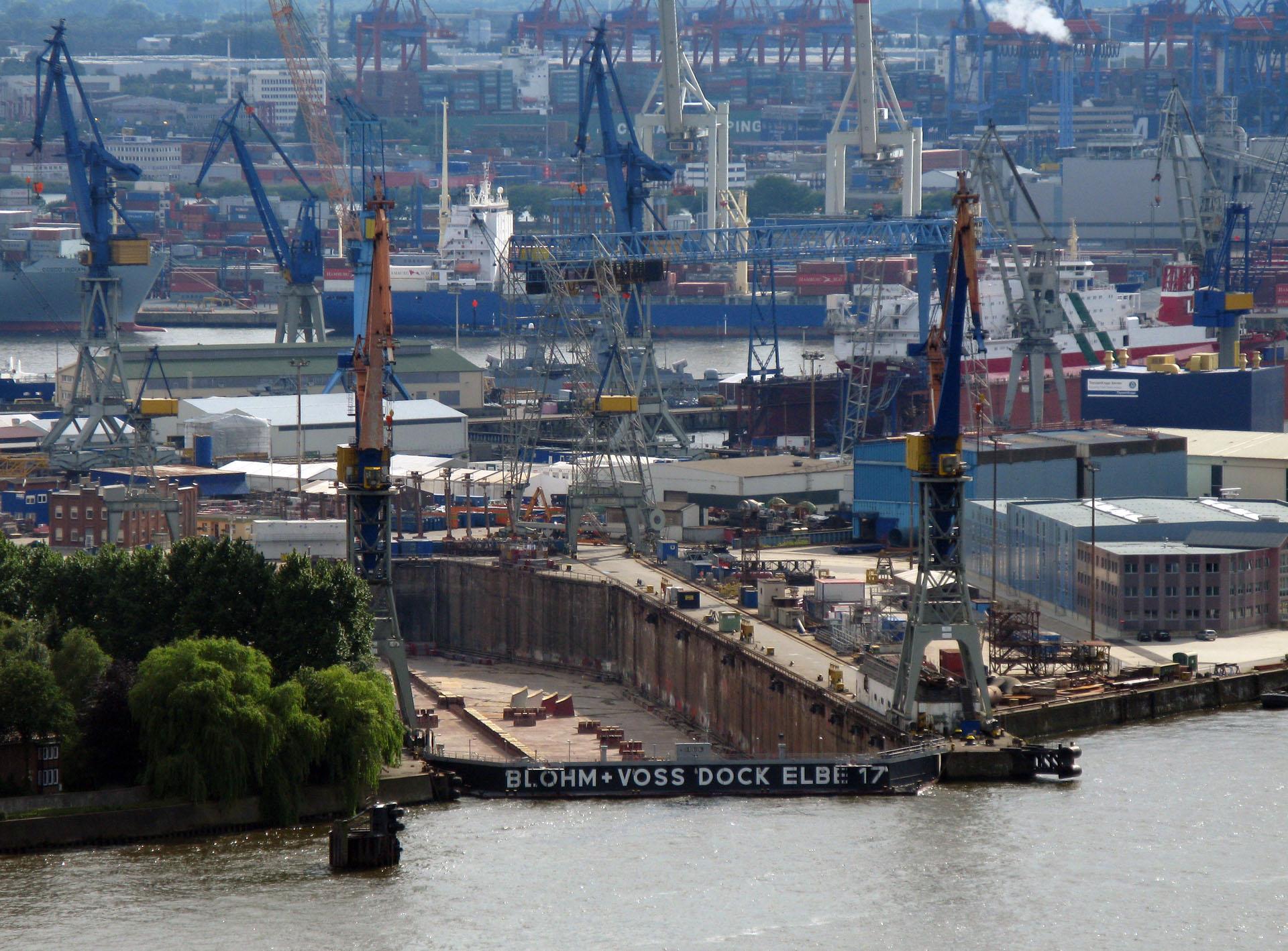 File:Leerstehendes Trockendock Elbe 17.jpg - Wikimedia Commons