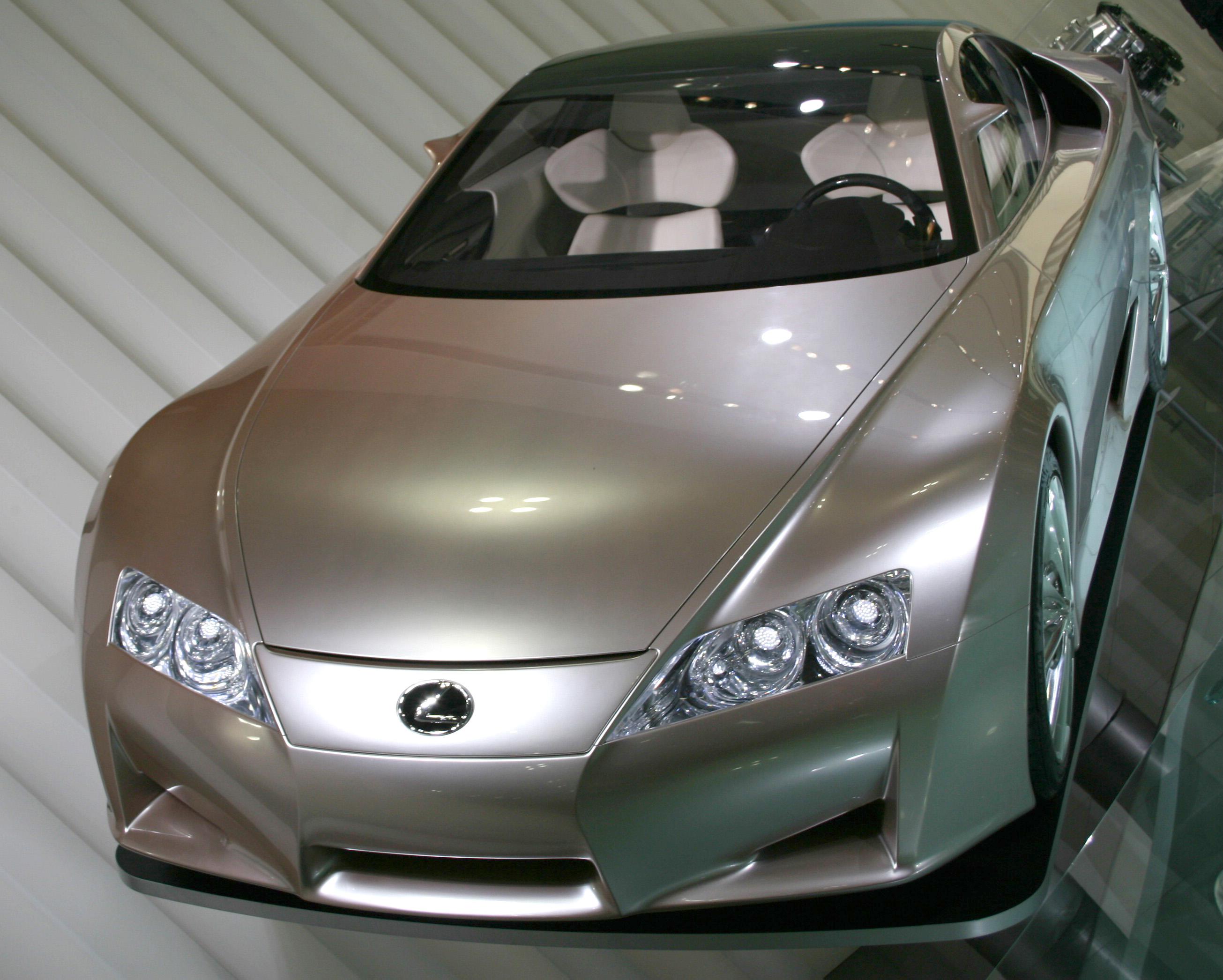 https://upload.wikimedia.org/wikipedia/commons/8/8a/Lexus_LF-A_2005_TMS_1.jpg