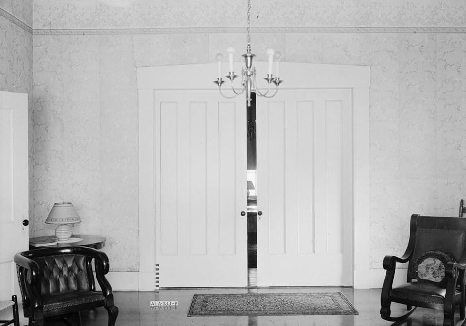 File:Liddell-Burford House Living Room Doors.jpg - Wikimedia Commons