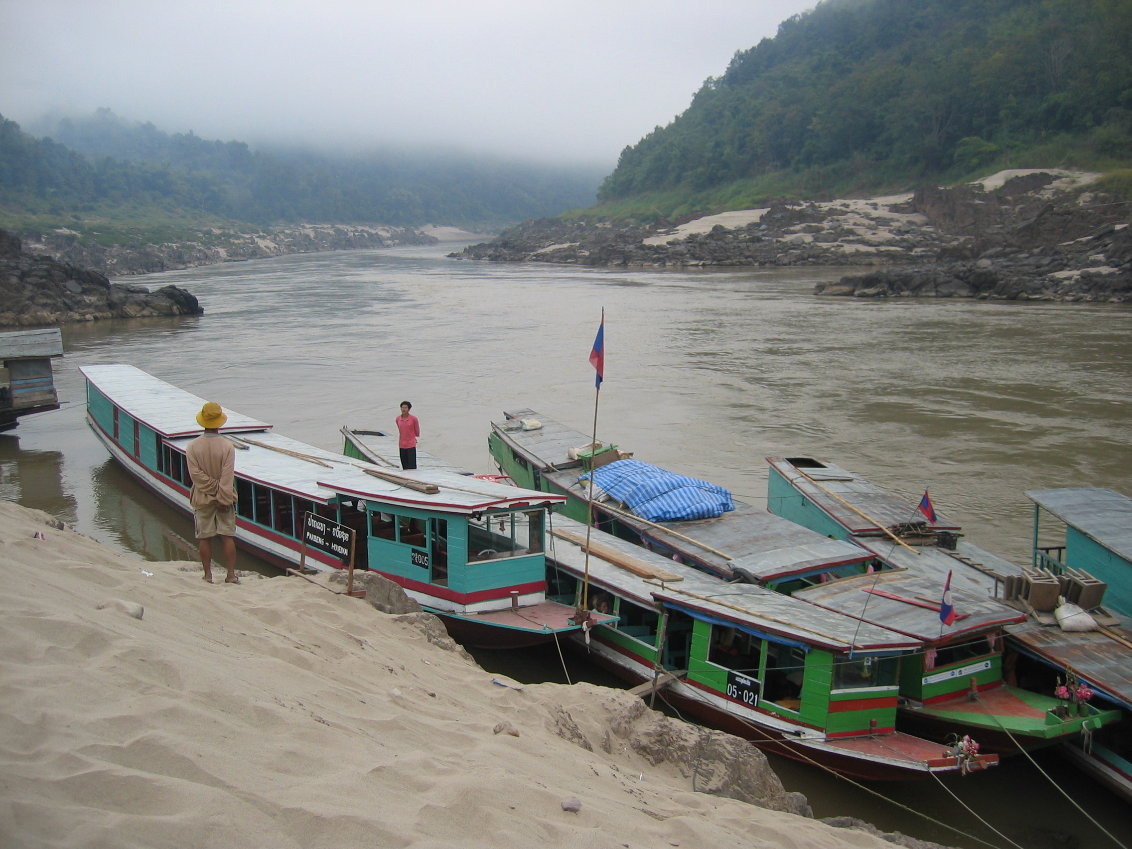 Pakbeng Laos  city pictures gallery : Description Mekong Rivertaxis Pakbeng Laos