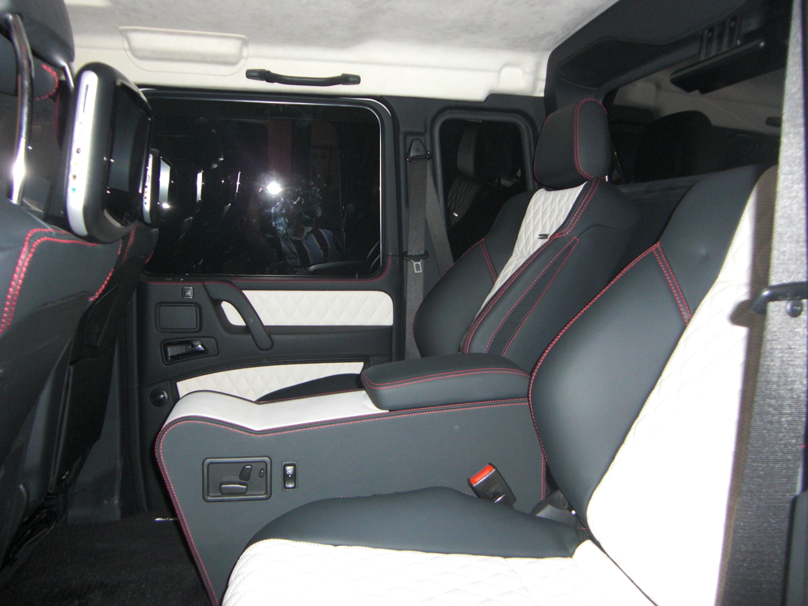Mercedes g wagon 6x6 interior images galleries with a bite - Classe g 6x6 ...